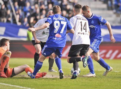 Niebiescy zagrają z mistrzem Polski