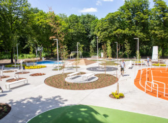 Leżaki, boiska i zjeżdżalnie. Nowoczesna strefa rekreacji otwarta na kampusie UŚ