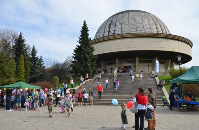 Wakacyjna astronomia. Spadające gwiazdy w Parku Śląskim