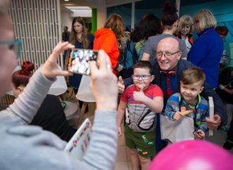 Znany aktor odwiedził dzieci w chorzowskim szpitalu