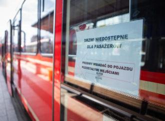 Maseczki w tramwajach nadal obowiązkowe