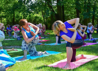 Soboty z jogą w Parku Róż