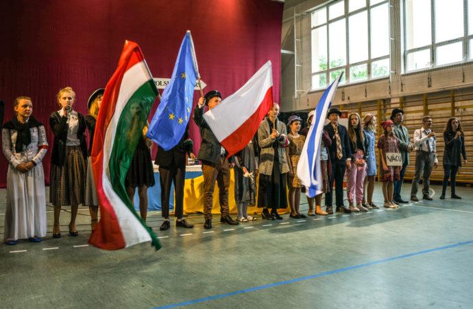 Artyści z czterech krajów wystąpią w SDK, by pomóc Martinowi