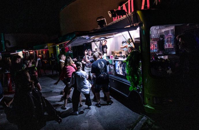 Food trucki na rynku