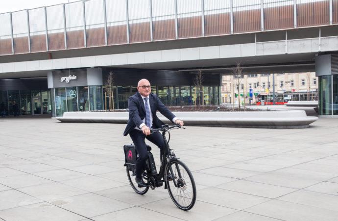 Samorządy dostały elektryczne rowery od Metropolii