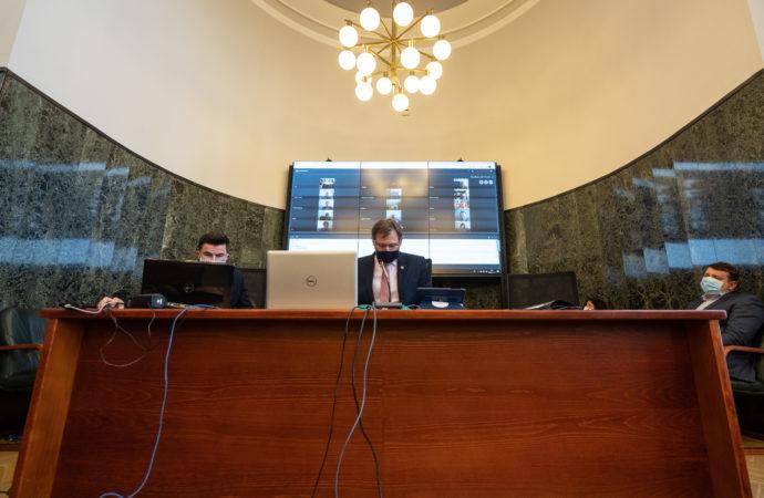 Historyczna sesja Rady Miasta. Część radnych obradowała zdalnie