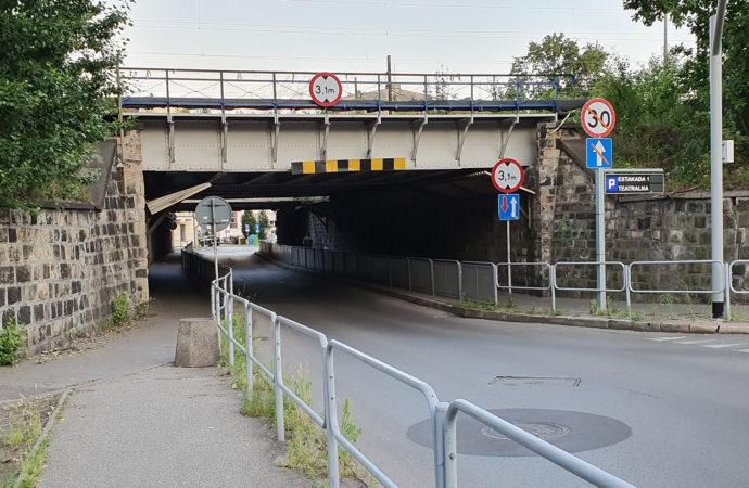 Ważny wiadukt częściowo zamknięty. Przejazd tylko w jednym kierunku