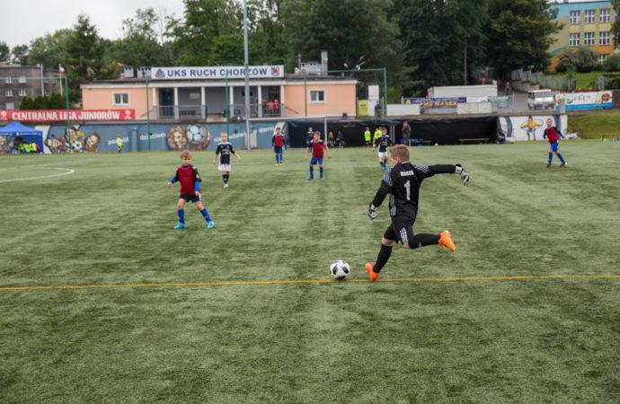 Dotacja na zadaszenie boiska. Kolejna inwestycja miasta w szkolenie młodzieży