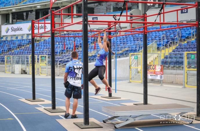 Wyzwanie dla sportowców. Bieg z przeszkodami na Stadionie Śląskim