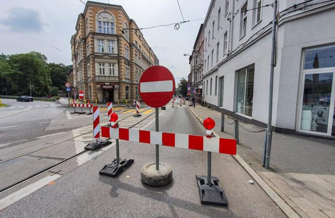 Przebudowa ul. Powstańców wchodzi w nowy etap. Będą zmiany w ruchu drogowym