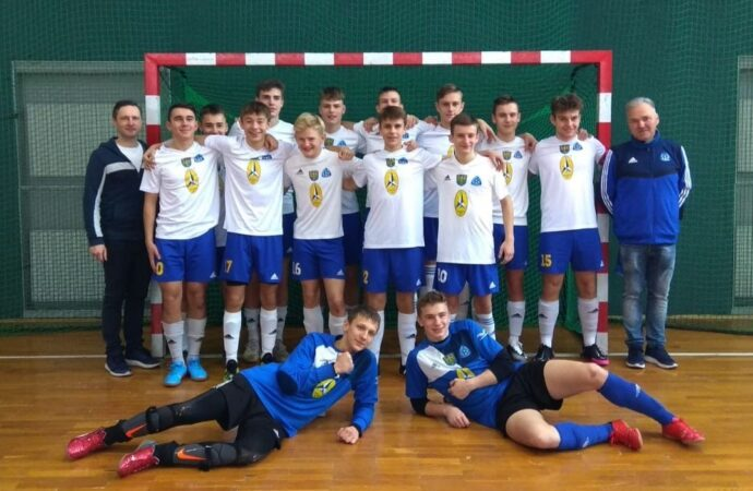 Piłkarze z Chorzowa walczą w Młodzieżowych Mistrzostwach Polski w Futsalu