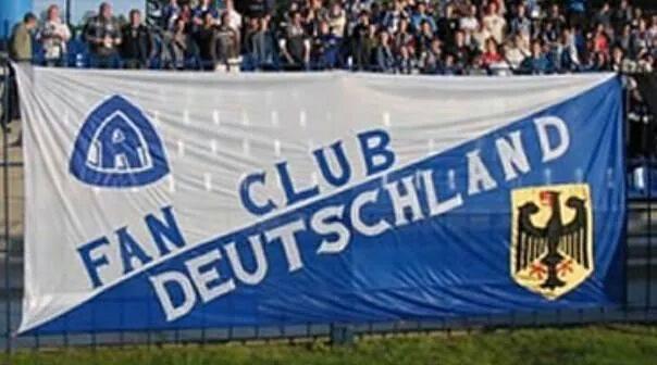 Niebieska Emigracja wspiera klub. FC Deutschland na koszulkach meczowych Ruchu
