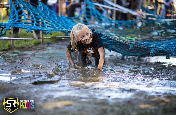 Błoto, przeszkody i dużo uśmiechu. Bieg dla dzieci w Parku Śląskim