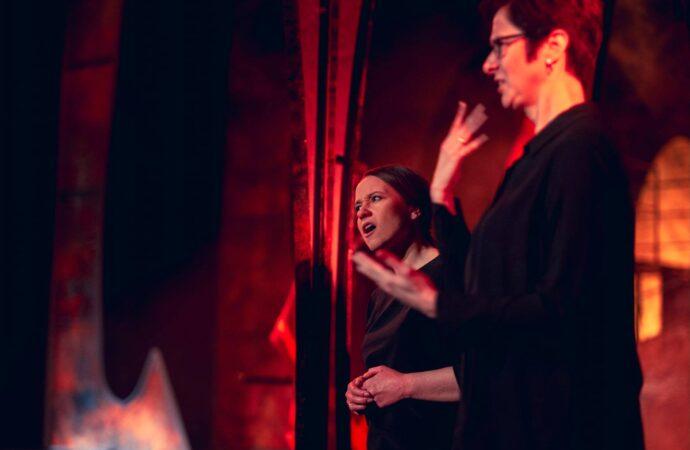 Nowe spektakle z audiodeskrypcją i tłumaczeniem na język migowy