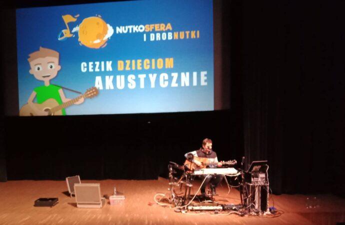 CeZik zagra akustycznie dla dzieci w Starochorzowskim Domu Kultury