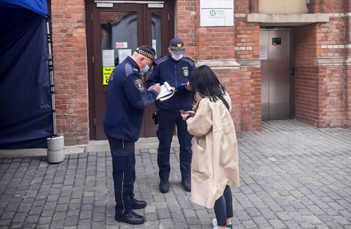 Straż Miejska pomaga przy szczepieniach w Zespole Szpitali Miejskich
