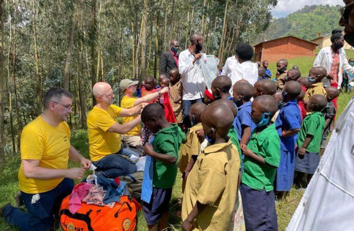 Koszulki z Chorzowa trafiły do Rwandy. Pomoc z wybuchem wulkanu w tle