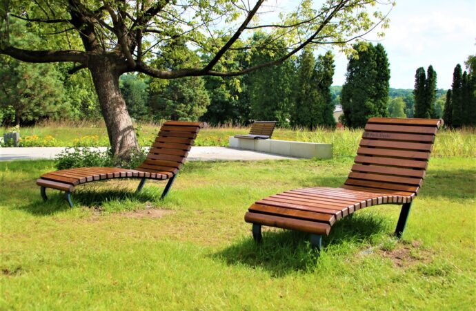 Pierwsze nowe meble w Parku Śląskim oddane do użytku