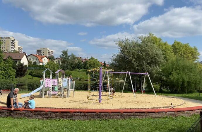 Plac zabaw przy Amelungu oddany do użytku