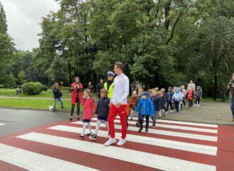 Złoty chodziarz uczył dzieci… chodzić. Przez przejście dla pieszych