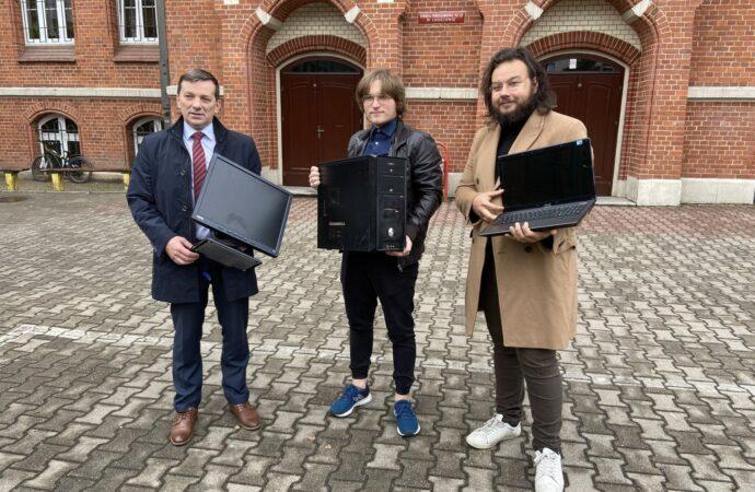 Komputery darczyńców służą już pierwszym uczniom