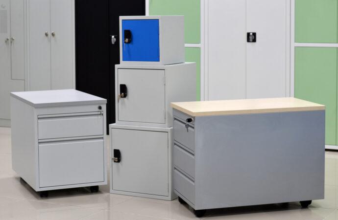 Półki metalowe – doskonałe wyposażenie biura