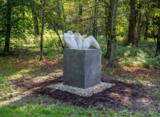 Kolejne parkowe rzeźby zostały naprawione