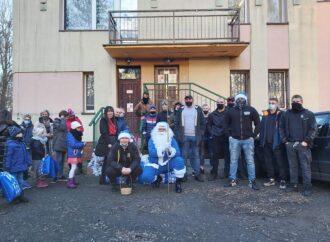 Zostań pomocnikiem Niebieskiego Mikołaja! Świąteczna akcja Ruchu dla potrzebujących