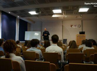 Chorzowska policja wspiera licealistów w unikaniu zagrożeń