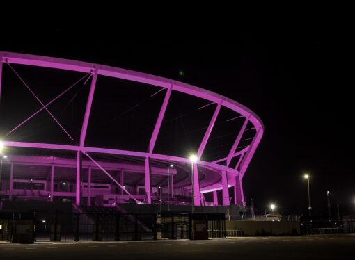 Stadion Śląski świecił na różowo. To gest solidarności z osobami z chorymi na raka piersi